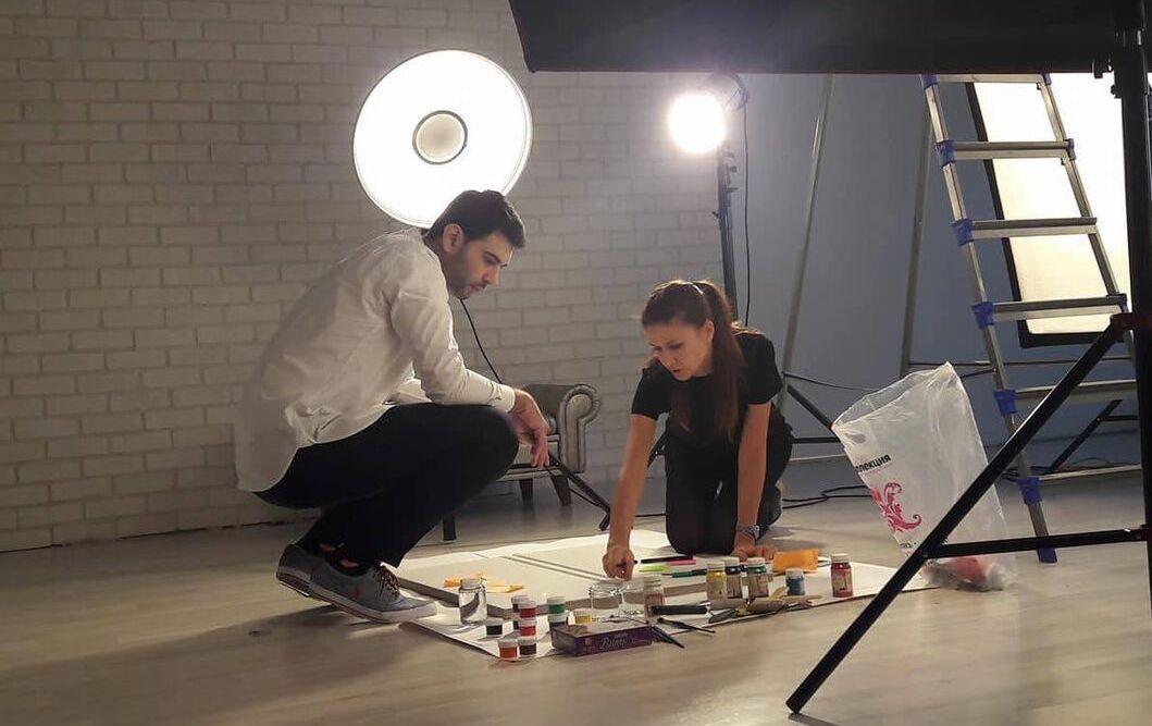 Абсамат Ханбабаев и Наталья Шипилова в процессе прототипирования пгалерейного пространства